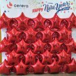 Фотозона з червоних зірочок з фольги
