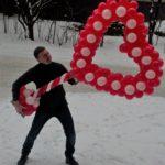 Серце на підставці з кульок