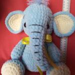 Слон з плюшевої пряжі